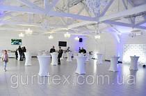 Белые стрейч чехлы из плотной ткани. Для столов диаметром 80см и высотой 110см. С тканью для верха, которая хорошо стирается и выглядит.
