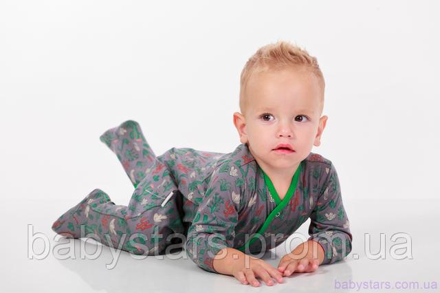 фото малыша в комбинезоне-человечке