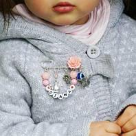 Почему серебряная булавка должна стать первым аксессуаром новорожденного малыша?