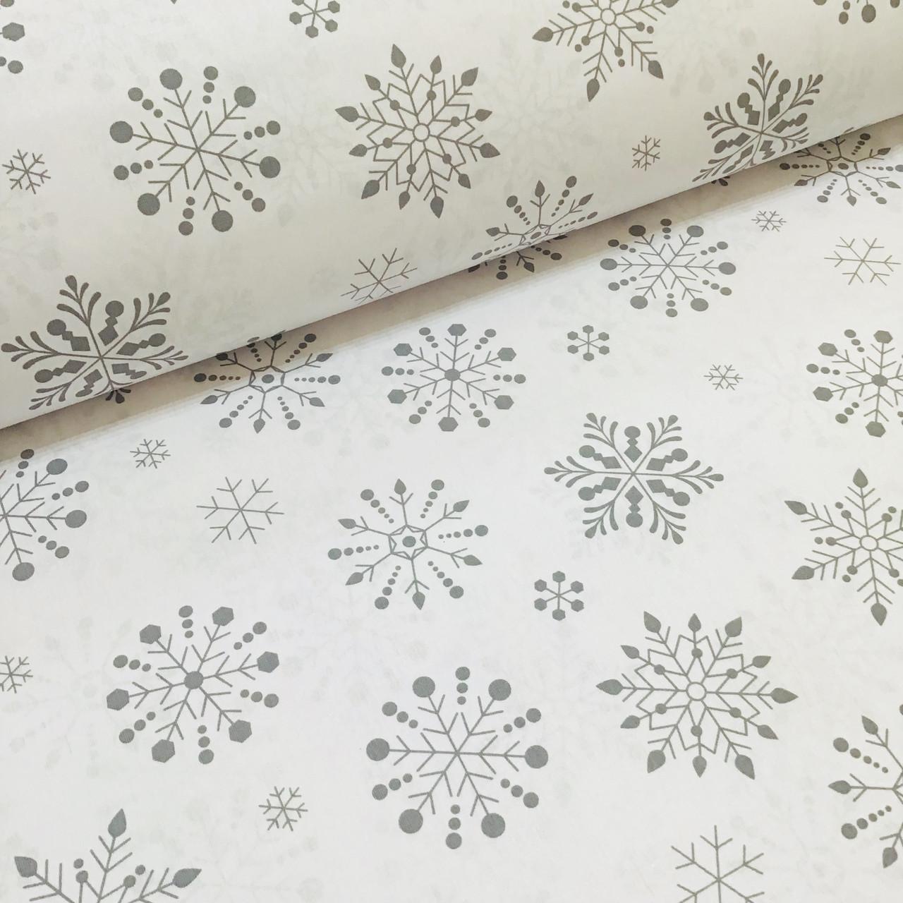 Ткань новогодняя хлопковая, крупные серые снежинки на белом