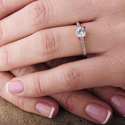 Женское золотое кольцо (фианиты) гк02781