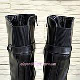 Кожаные женские зимние сапоги на невысоком каблуке, декорированы ремешком, фото 4