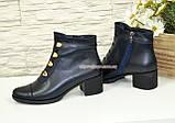 Женские классические демисезонные ботинки на невысоком каблуке, натуральная кожа синего цвета, фото 2
