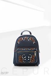 Небольшой рюкзак темно-синего цвета с вышивкой