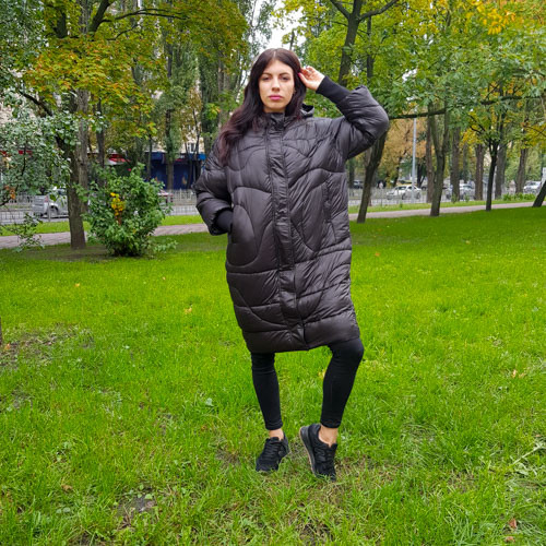 Куртка длинная чёрная на молнии и кнопках с капюшоном - Размер L  код - 221-01