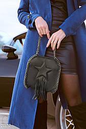 Небольшая черная сумочка с декором и бахромой