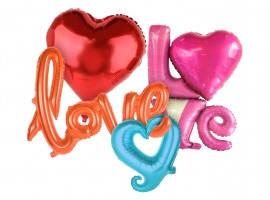 Шары в форме сердец и романтических надписей