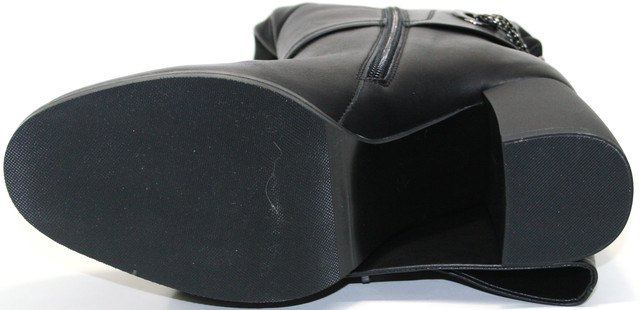 На 7,5-сантиметровом каблуке. И ПВХ подошве толщиной 0,5 см.