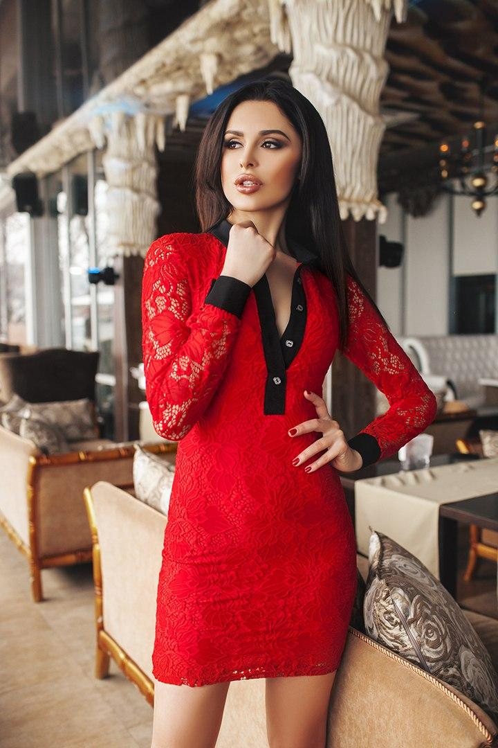 """Облегающее гипюровое мини-платье """"Динара"""" с длинным рукавом"""
