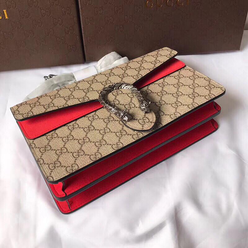 2af07d1a33c4 Женская сумка Gucci с замшевыми панелями и фирменным принтом бренда ...