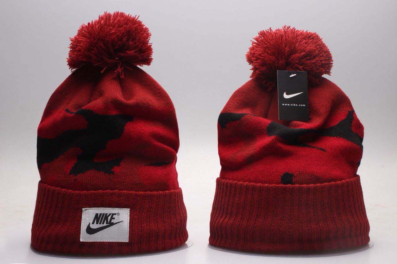 473765ec Зимняя шапка Nike, красная, с помпоном (Реплика), цена 260 грн., купить в  Днепре — Prom.ua (ID#800579936)