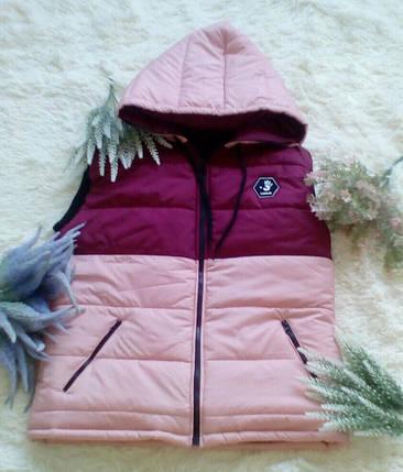 """Стеганый женский жилет на синтепоне """"UEXIB"""" с капюшоном и карманами (2 цвета), фото 2"""