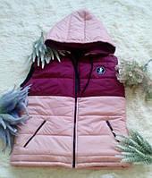 """Стеганый женский жилет на синтепоне """"UEXIB"""" с капюшоном и карманами (2 цвета)"""