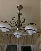 Классическая подвесная люстра на 3 лампочки в бронзе