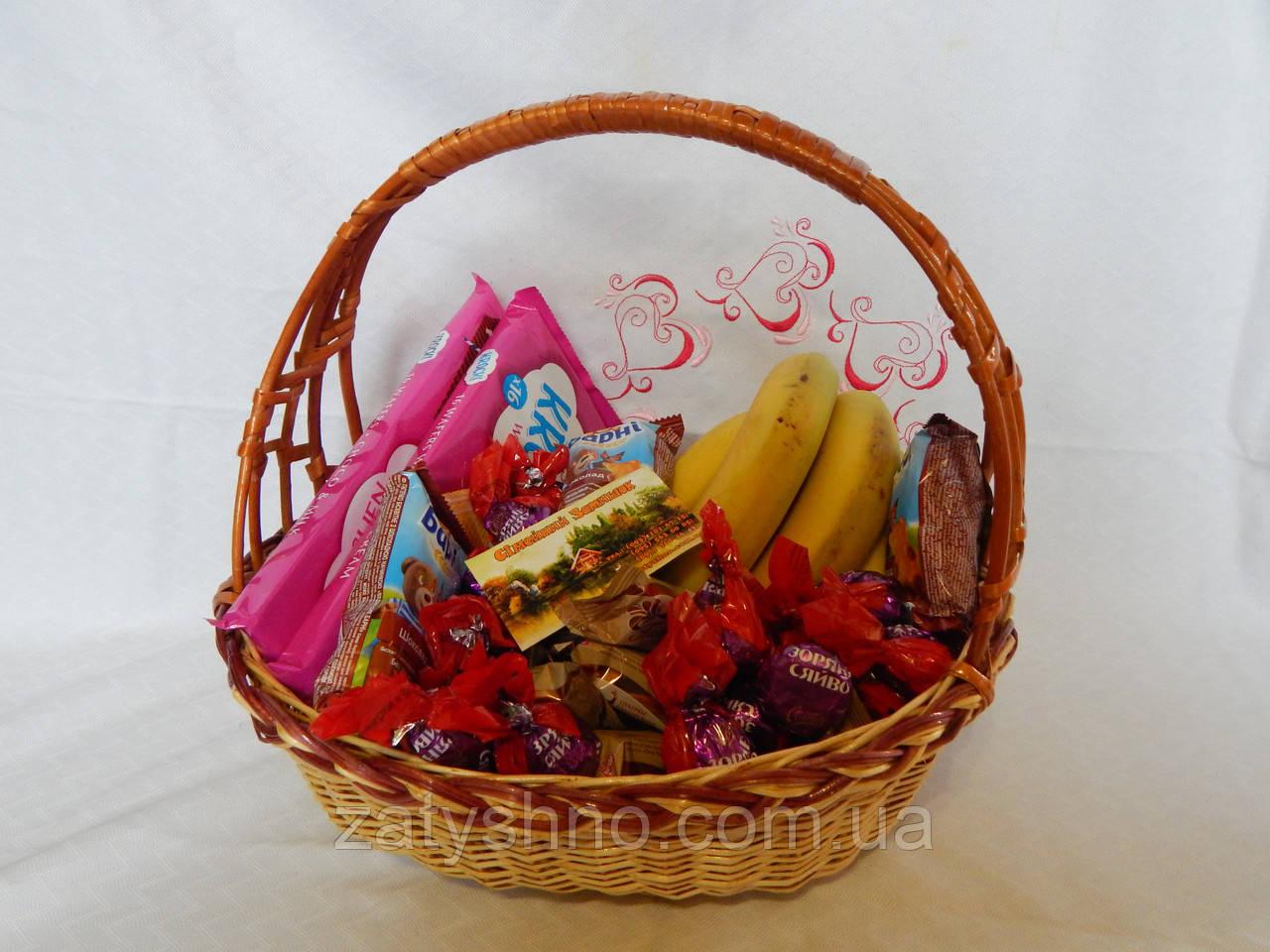 Подарочная конфетная корзина