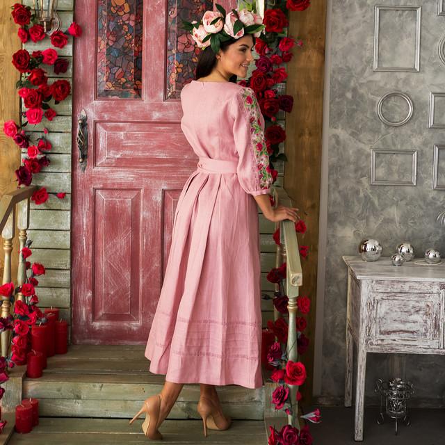 Женское льняное платье с вышивкой Роксолана пудра