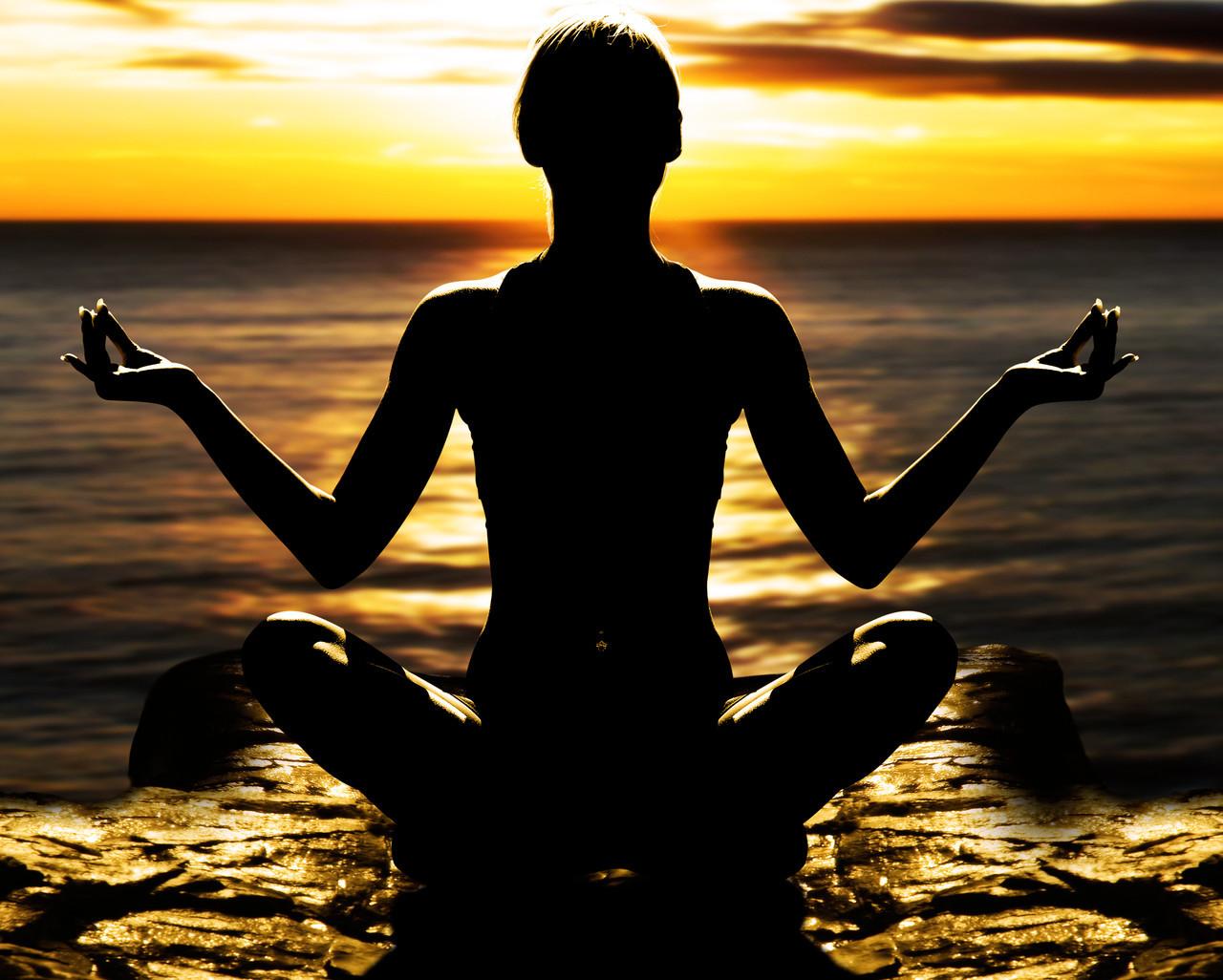 "Картина на стекле ""Медитация на берегу"""