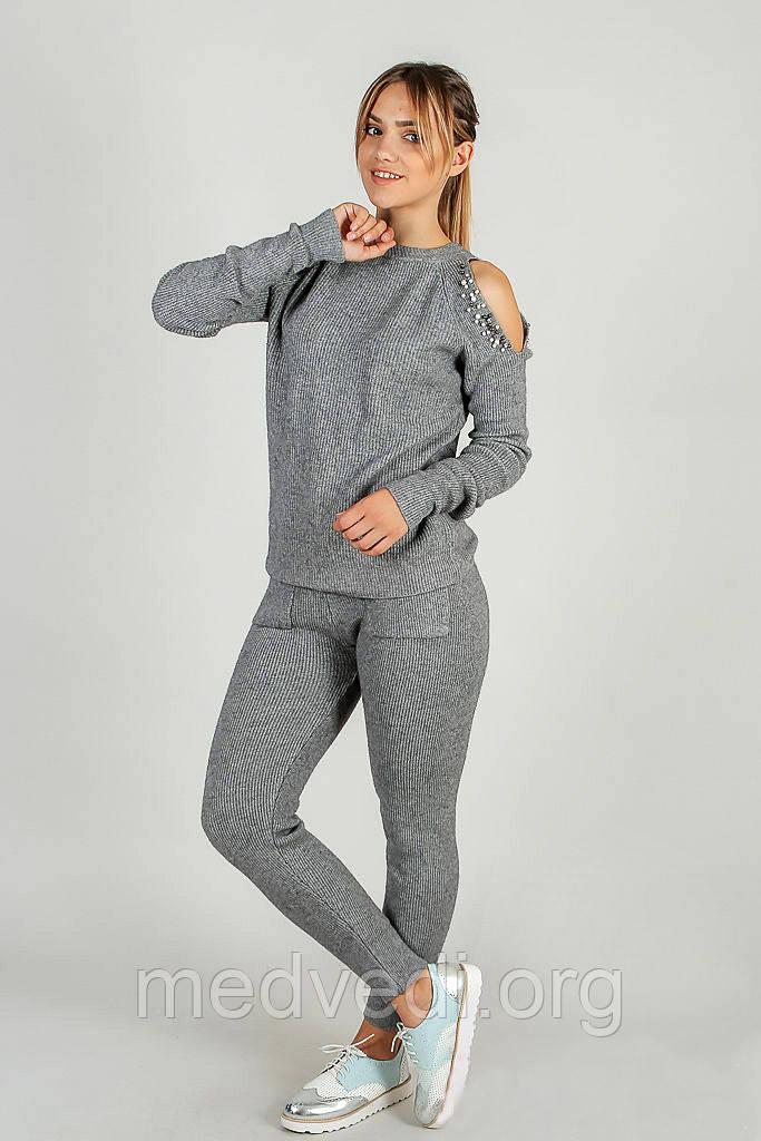 купить вязаный женский спортивный костюм с открытыми плечами с