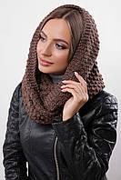 Красивый женский теплый шарф-хомут с фактурной вязкой коричневый