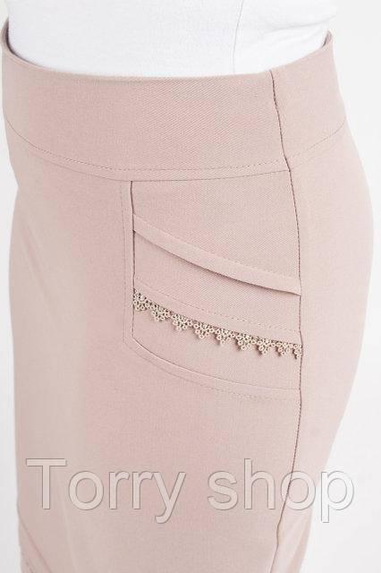 Приталенная женская юбка бежевого цвета
