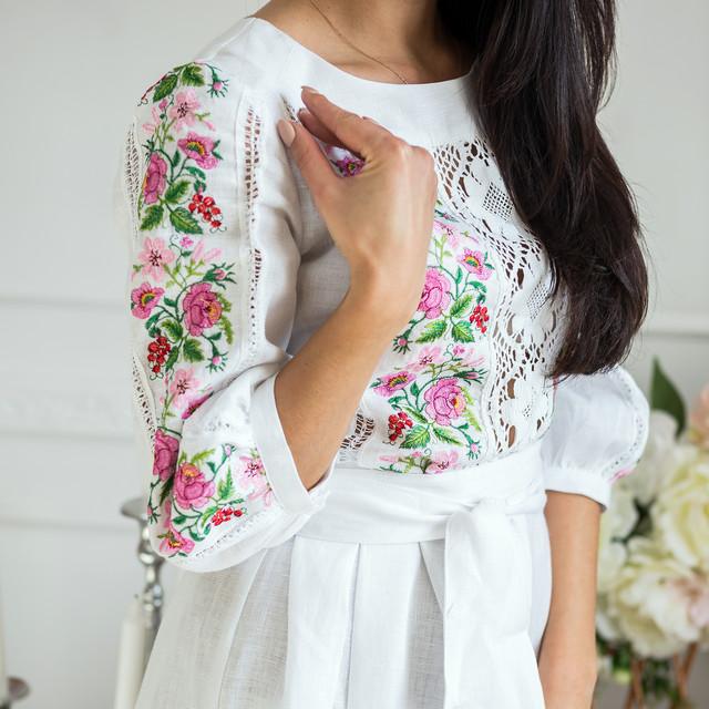 Женское льняное платье с вышивкой Роксолана белое