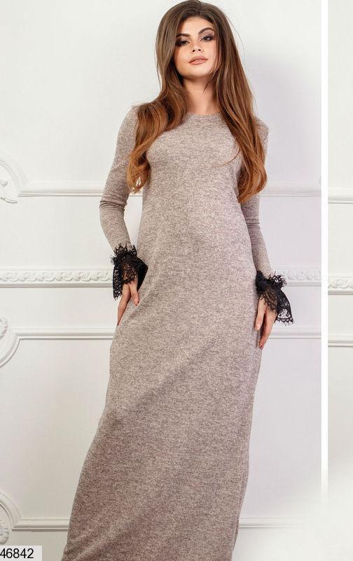 Демисезонное платье макси полуприталенное с длинным рукавом кружева ангора пудровое