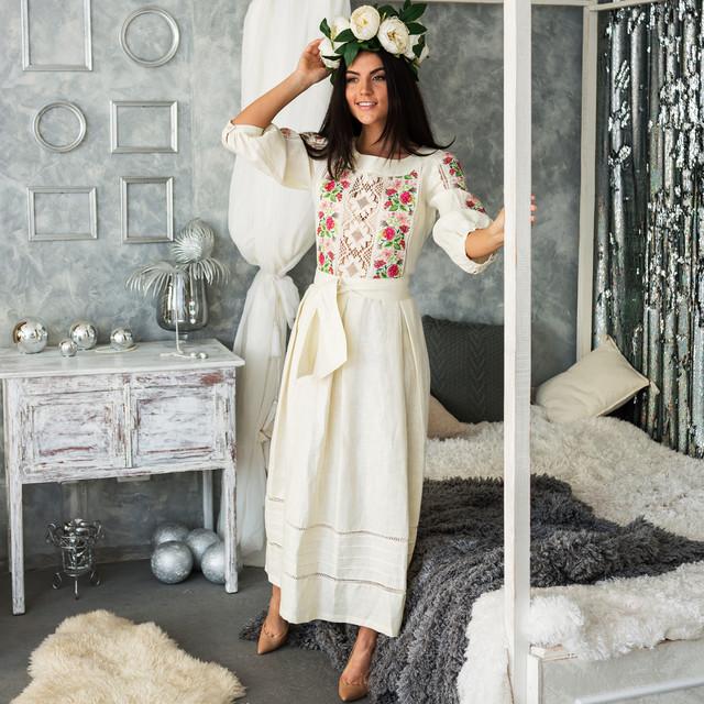 Женское льняное платье с вышивкой Роксолана молочное