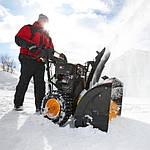 Какие снегоуборочные машины лучше? С гусеницами или колесами?