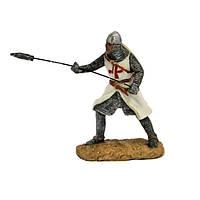 Сувенирный воин в доспехах с копьем