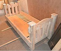 Кровать под старину (односпальная с декорированным изголовьем)