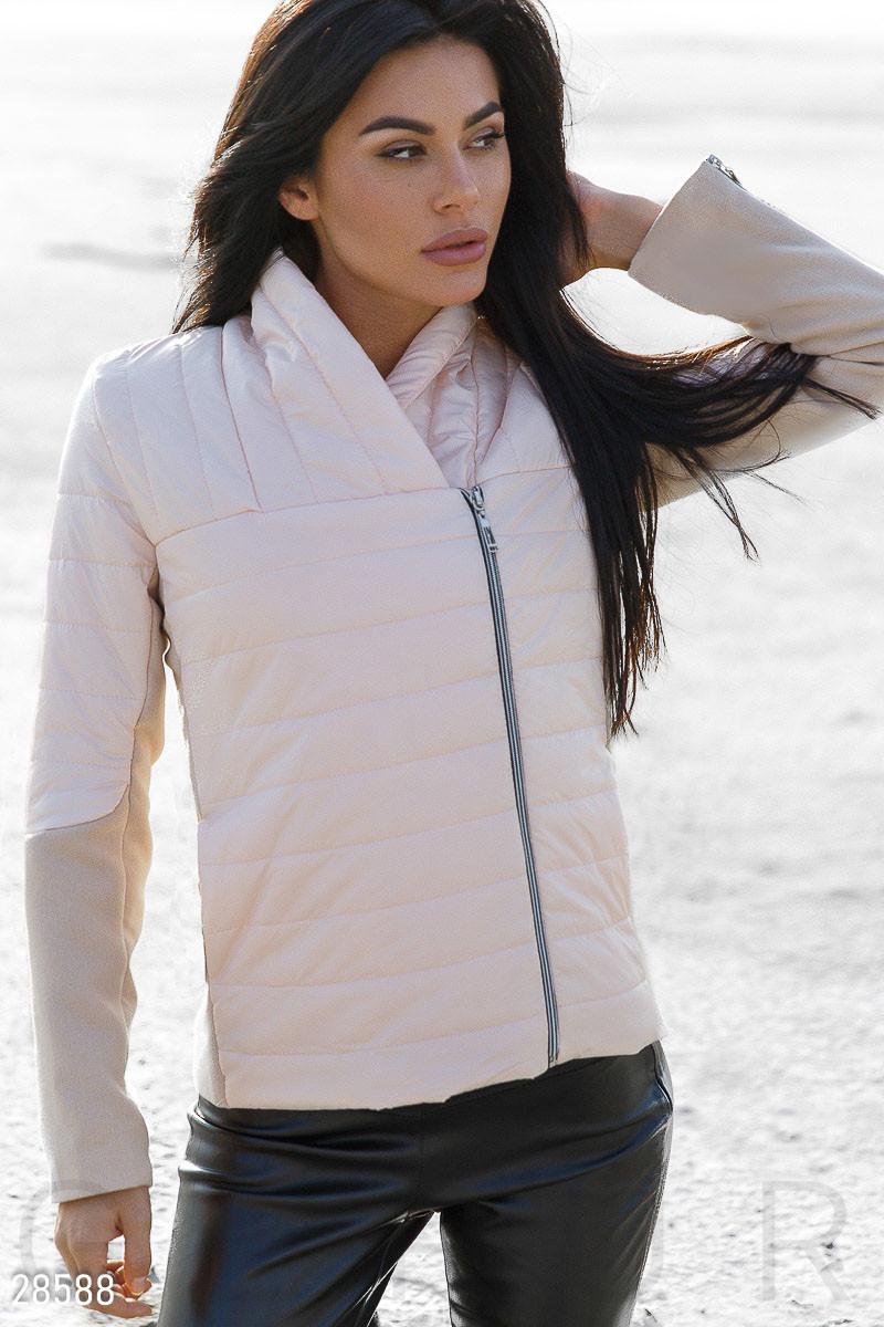 Демисезонная стеганная куртка персикового цвета