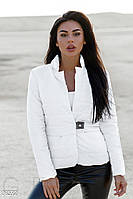 Легкая женская куртка белого цвета
