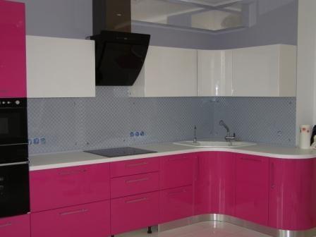 Рабочая стенка кухни из стекла (скинали)  под ключ