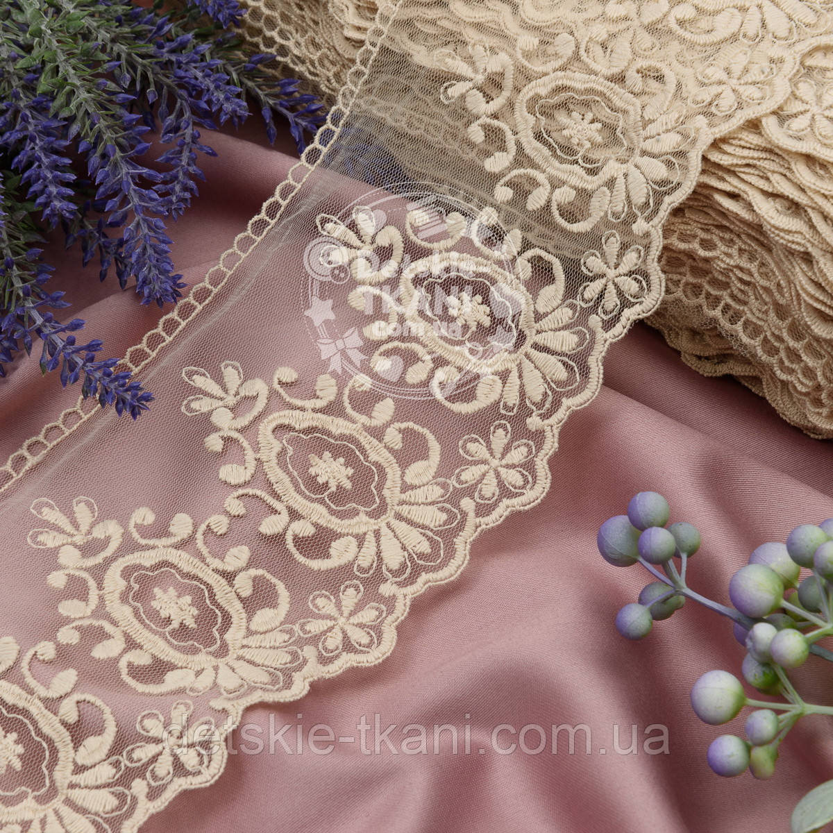 Кружево бежевого цвета с винтажными овалами, ширина 12 см