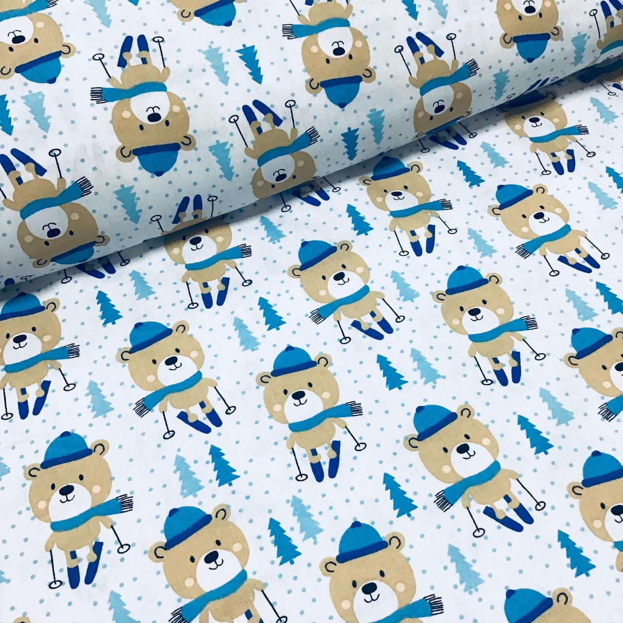 Ткань польская хлопковая, мишки в синих шарфиках на синих лыжах на белом