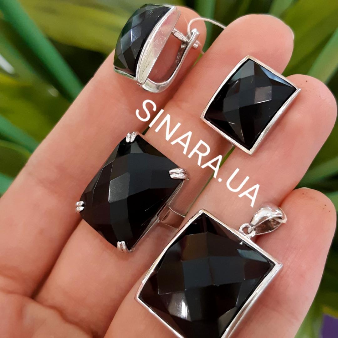 Серебряный комплект: серьги, кольцо и кулон с черным квадратным камнем