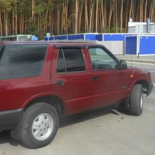 COBRA TUNING Дефлекторы окон на Chevrolet Blazer S-10 II '95-05 (накладные)