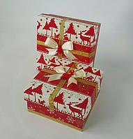 Маленькие квадратные новогодние подарочные коробки ручной работы в красно-белом тоне с оленем, зайцем, белкой