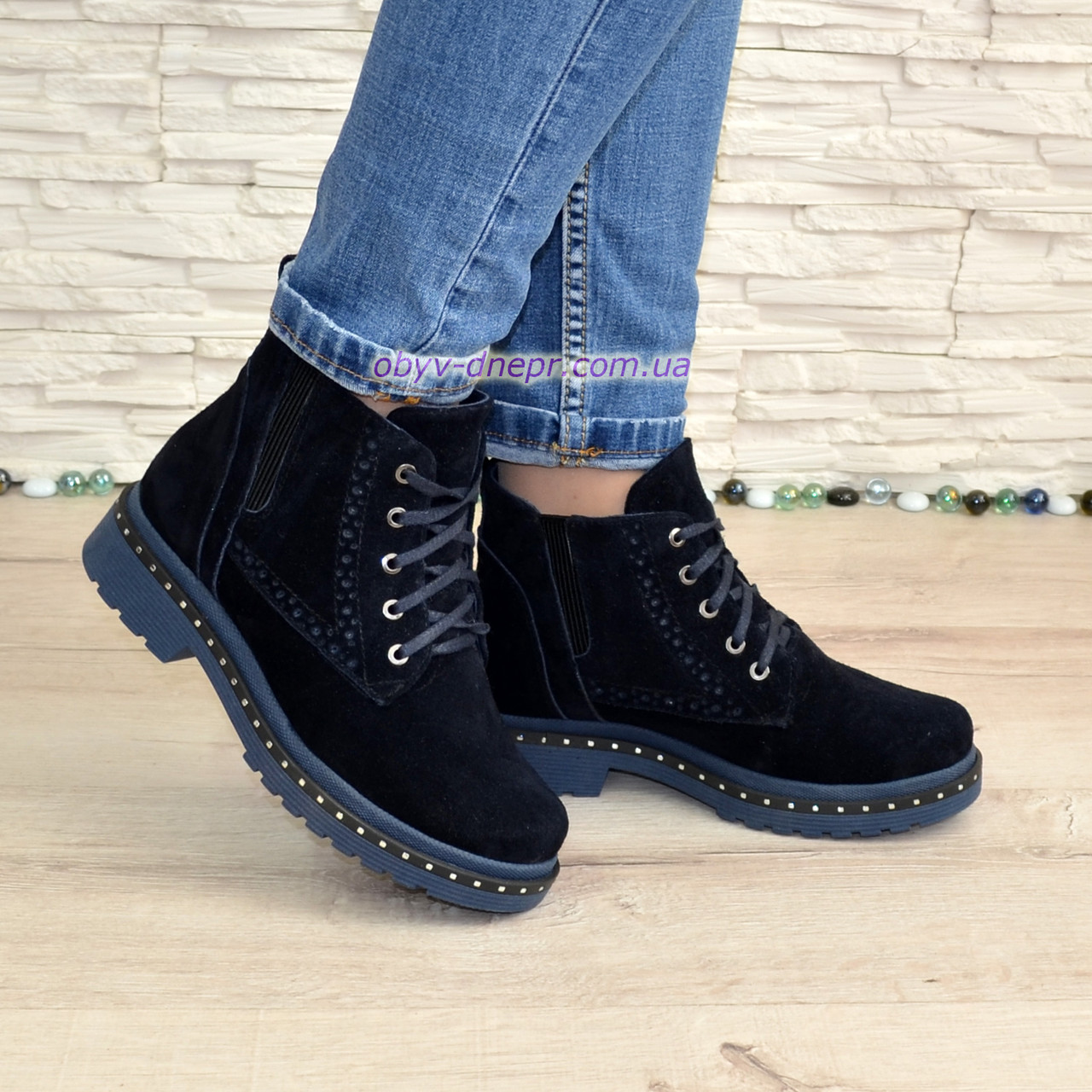 Черевики жіночі на маленькому каблуці, на шнурках