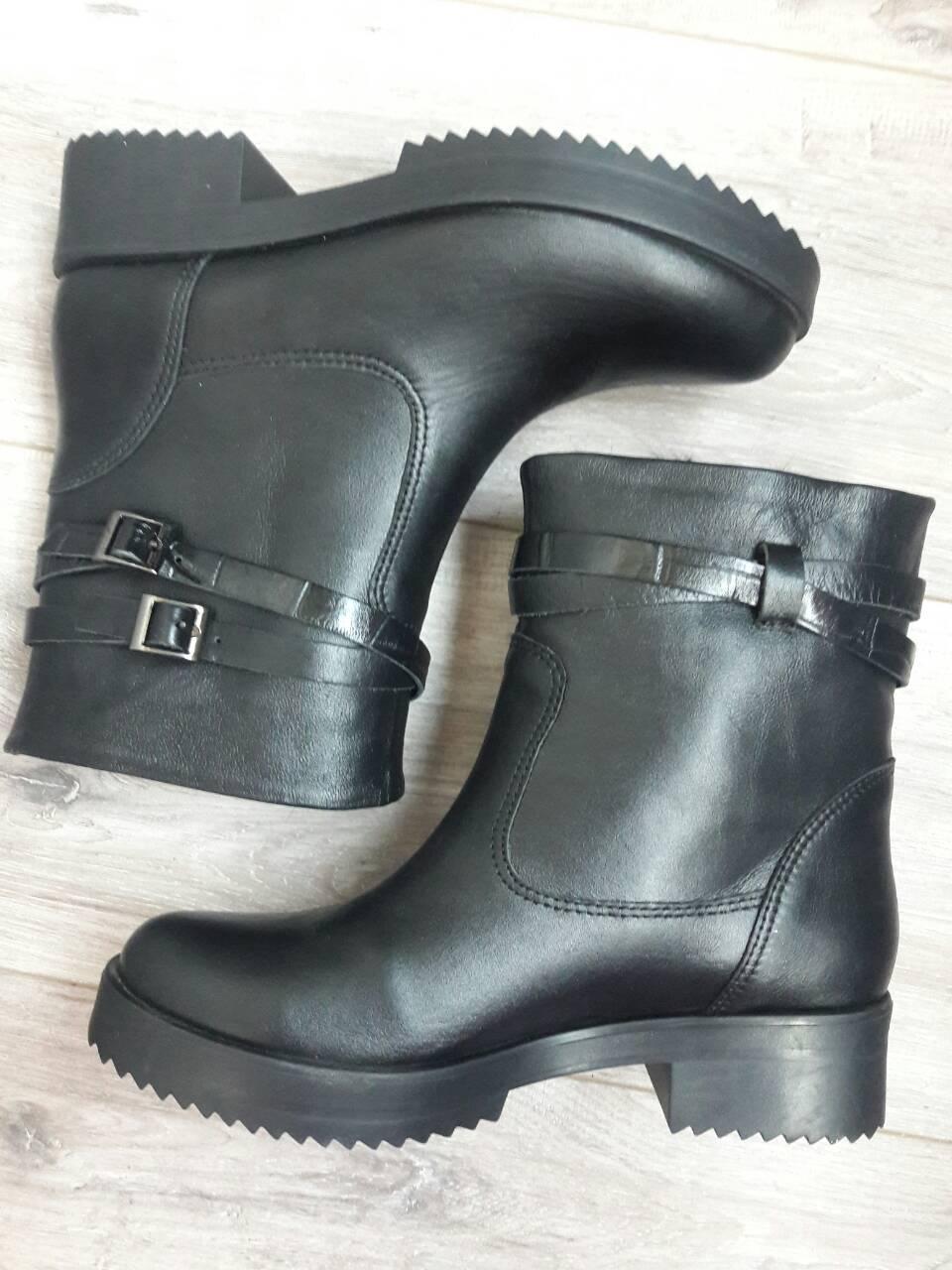 0d8f44c2b Демисезонные Черные Кожаные Ботинки с Двумя Ремешками Р.39. — в ...