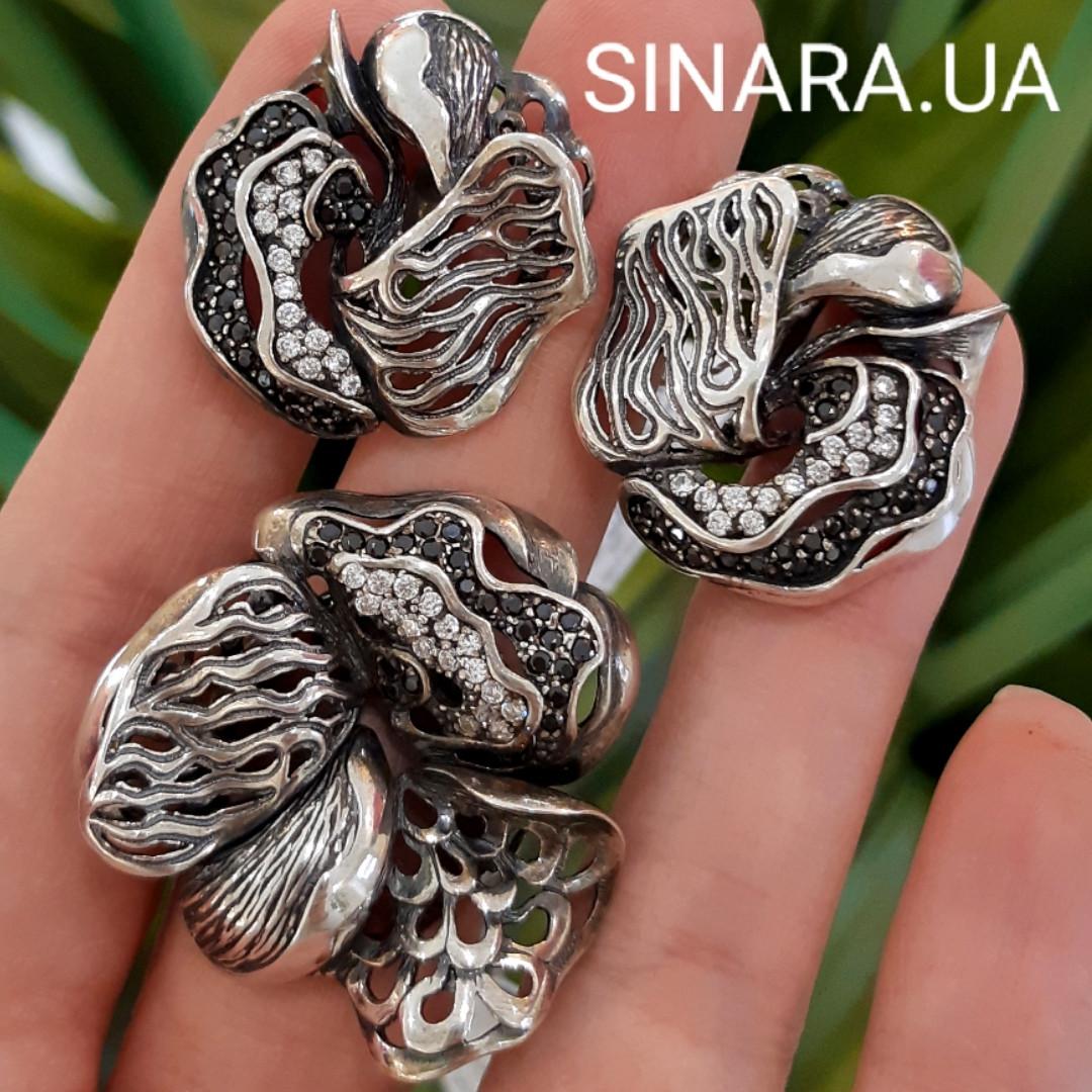 Роскошный серебряный комплект: серьги и кольцо с чернением и фианитами