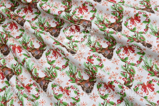 Хлопковая ткань с зелёными ветками и оленми