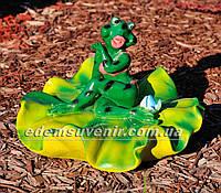 Садовая фигура Жаба на лилии средняя