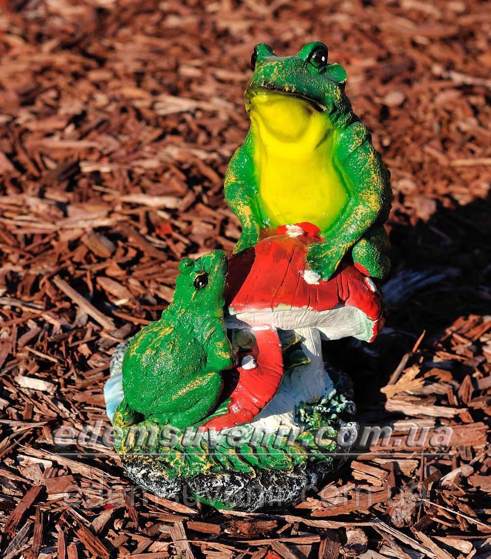 Садовая фигура Лягушки на грибе