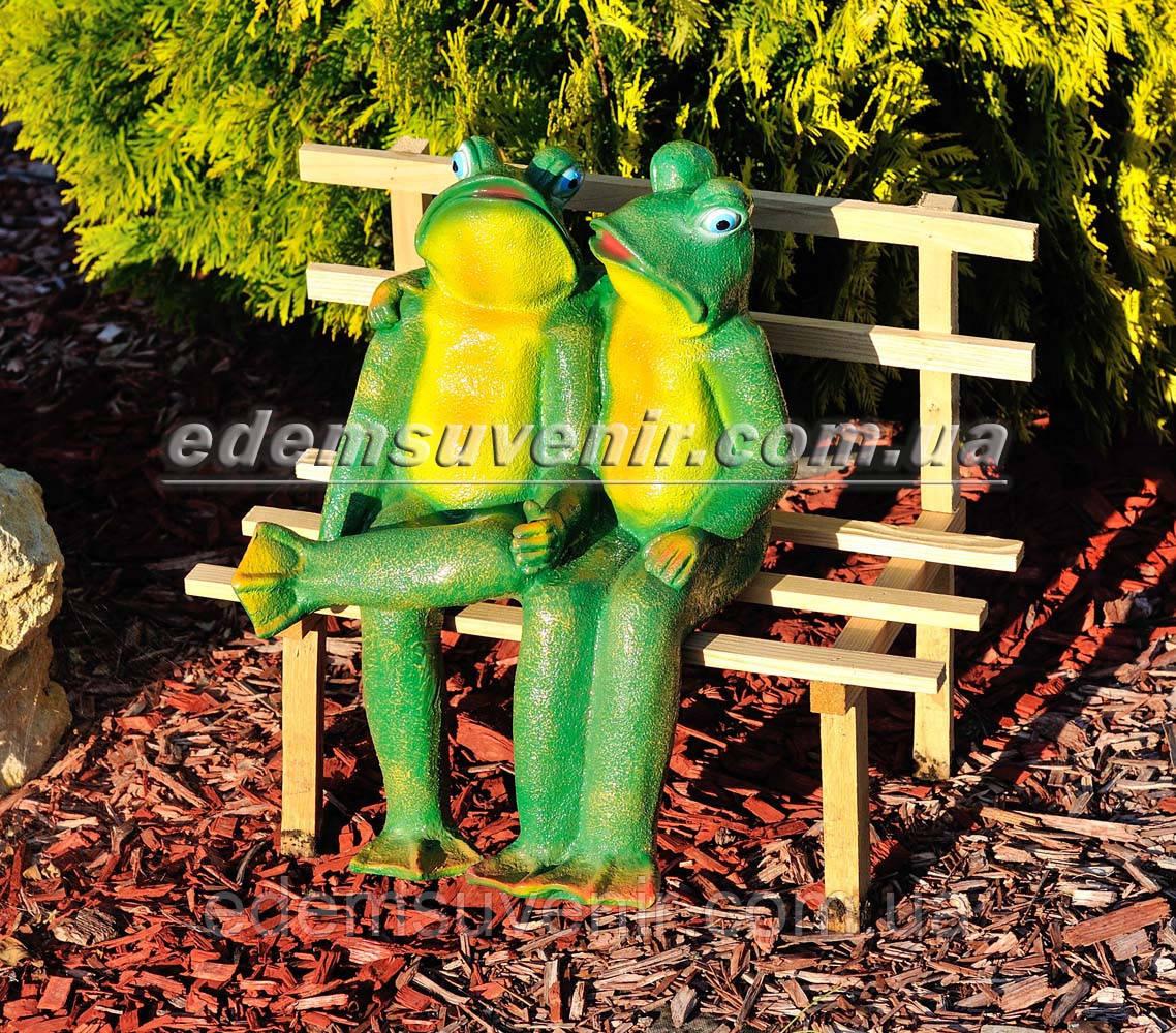 Садовая фигура Жабы на скамейке малые