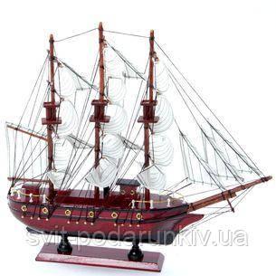 Деревянная модель парусника - фото