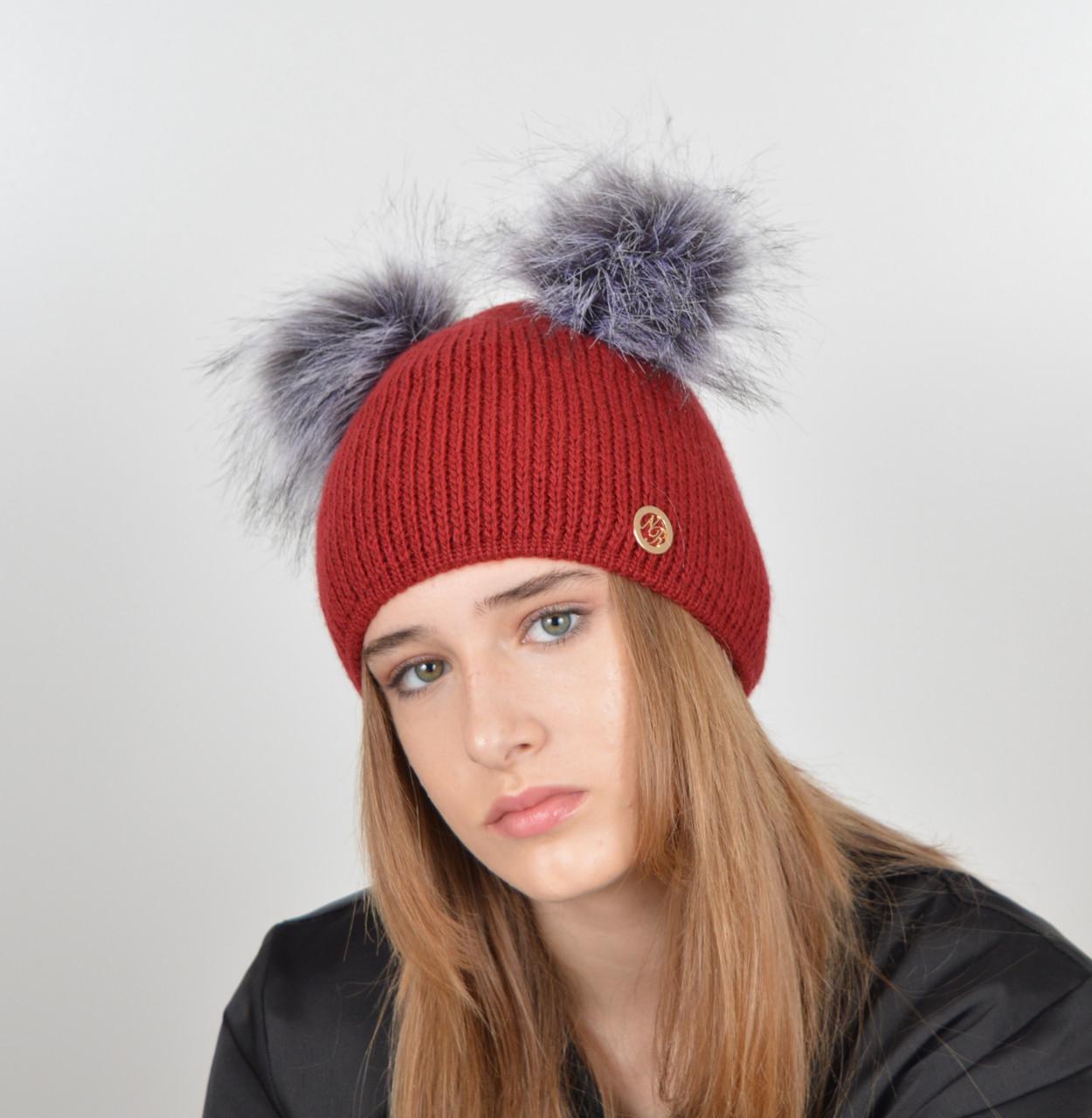 """Женская шапка с 2 помпонами """"Дора"""" Бордо"""