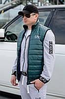 Темно-зеленая осенняя стильная мужская синтепоновая стеганная безрукавка (жилетка). Арт-4218/44