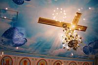 Оформление потолка церкви натяжным потолоком