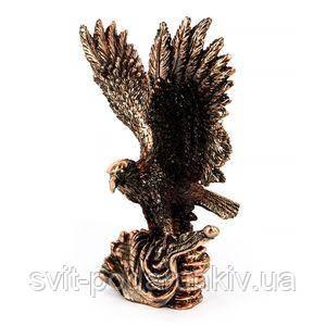 Фигурка орла с расправленными крыльями - фото